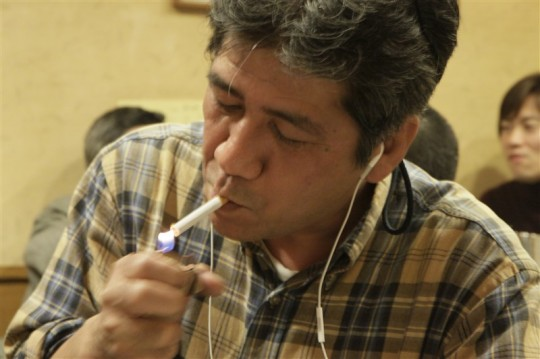 毎回タバコを吸う写真が